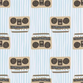 ベージュと茶色のテープレコーダーのシームレスパターン。青の剥かれた背景を持つディスコスタイルのアートワーク。