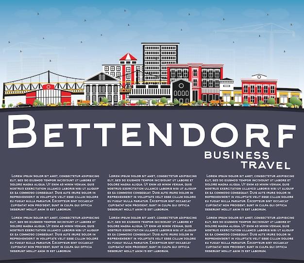 색상 건물, 푸른 하늘 및 복사 공간 bettendorf 아이오와 도시의 스카이 라인. 현대 건축과 비즈니스 여행 및 관광 그림.
