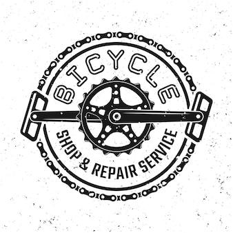 自転車のペダルとチェーンベクトルの丸いエンブレム、バッジ、ラベル、またはロゴは、取り外し可能なグランジテクスチャで背景に分離されたビンテージスタイルで