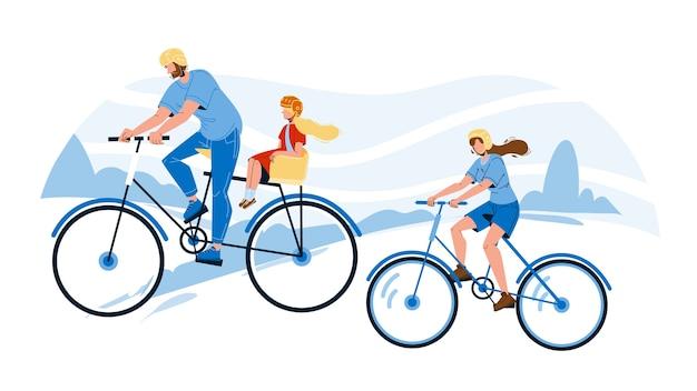 公園で一緒に自転車に乗る家族
