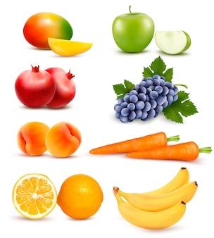 さまざまな果物や野菜の大きなグループ。ベクター。