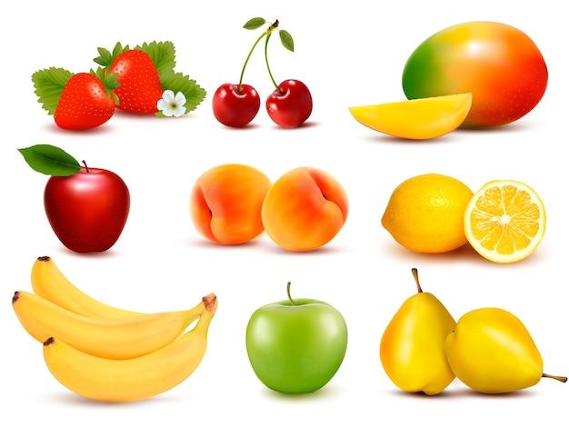 Большая группа разных фруктов.