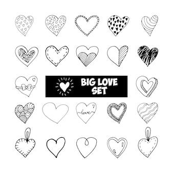 큰 설정된 귀여운 낙서 사랑 하트 아이콘입니다. 손으로 그린 벡터 일러스트 레이 션. 인사말 카드, 포스터, 스티커 및 계절 디자인을 위한 달콤한 요소입니다. 흰색 배경에 고립