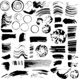 잉크의 큰 세트입니다. 검은색 지문, 선, 격리된 흰색 배경에 얼룩이 있습니다.