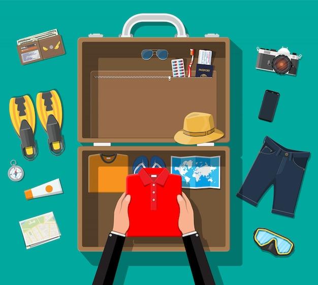 大きな旅行セット。夏休み、観光、休暇