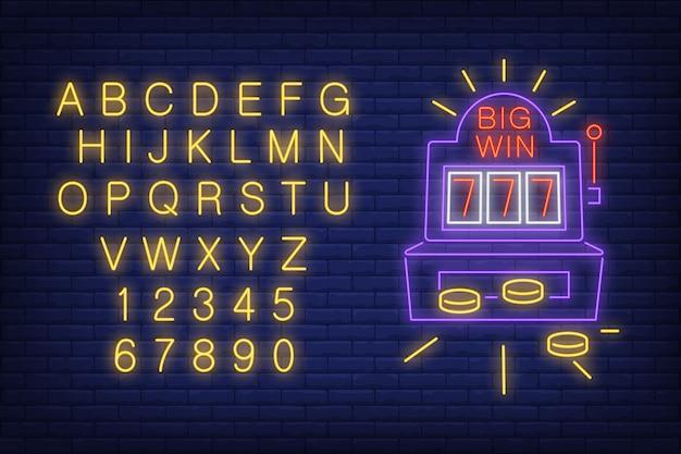 Большой знак неонового знака. неоновый световой алфавит и цифры. игровой автомат с монетами.
