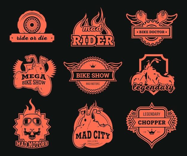 바이커 클럽 로고 세트. 빨간색 오토바이, 휠 및 스패너, 독수리 날개 및 라이더 안경 격리 된 삽화. 오토바이 쇼, 레이싱, 수리 서비스 라벨 템플릿 용
