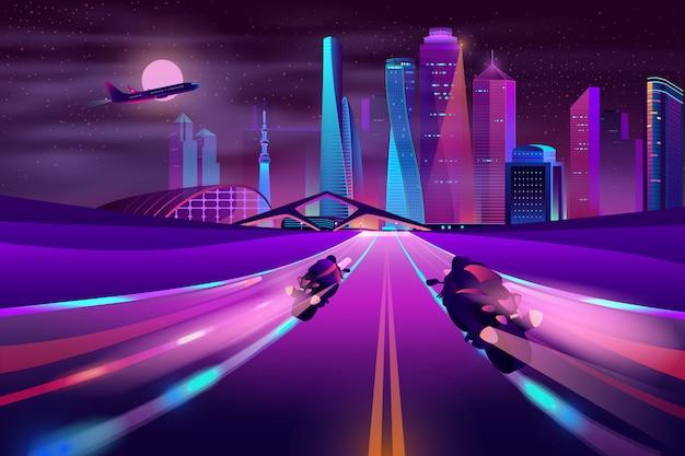 Байкеры мчатся на шоссе мегаполиса вектор