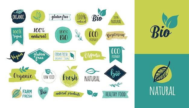 バイオ、エコロジー、オーガニックのロゴとラベル。手描きのバイオ健康食品、生、ビーガン、健康食品の兆候、オーガニックと要素のセットのセット