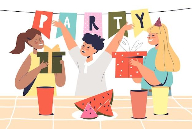 Именинник получает подарки от друзей дошкольников весело отпраздновать мероприятие с детской вечеринкой. счастливые дети поздравляют праздничного малыша. плоские векторные иллюстрации шаржа