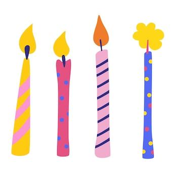 誕生日キャンドルベクトルセット。お祝いのごちそうのためのアクセサリー。線と点の飾りが付いた多色の燃えるろうそく。お祝い、挨拶はがきの背景。漫画のベクトルイラスト。