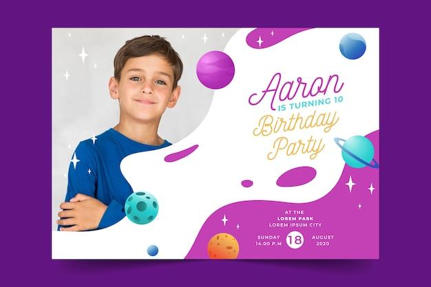 Modello di carta di compleanno per tema per bambini
