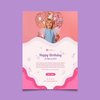 Modello di volantino verticale di compleanno