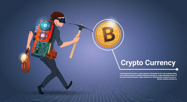 Человек, держащий киркой bitcoin концепция майнинга криптовалюты цифровые деньги