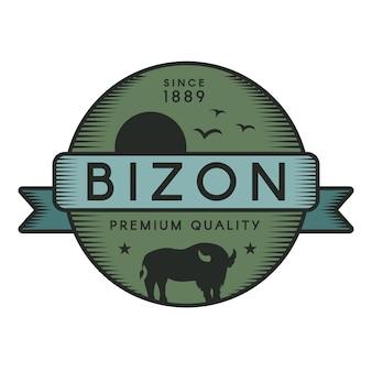 Bizonバッジテンプレート。アメリカのバッファロー、飛んでいる鳥と太陽のシルエット。野生動物