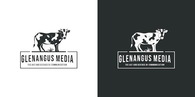 草の上の黒いアンガス牛ヴィンテージロゴデザインのインスピレーション