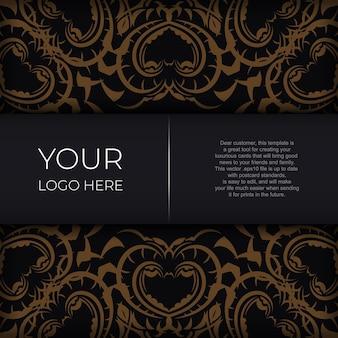 Черный роскошный дизайн открытки с золотым старинным орнаментом мандалы.