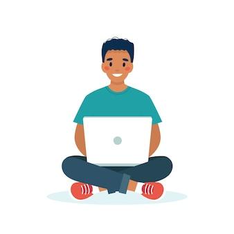 Черный человек с ноутбуком работает, студент или концепция удаленной работы