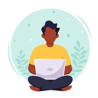 노트북에서 일하는 흑인, 프리랜서, 원격 근무, 온라인 공부, 재택 근무