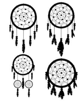黒いシルエット。ドリームキャッチャーネイティブアメリカンインディアンのお守り4個セット。部族。羽つきの魔法のアイテム。おしゃれなタリスマン。白い背景の上の図