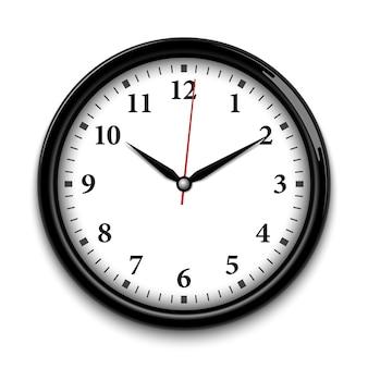 白い背景で隔離の黒い壁時計