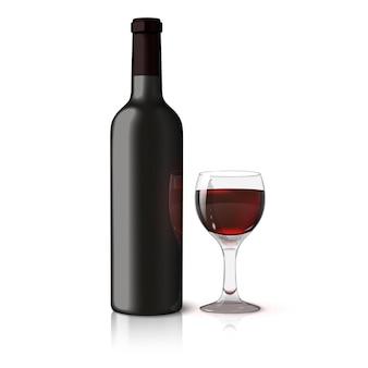 Пустая черная реалистичная бутылка для красного вина с бокалом вина на белом фоне