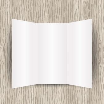 Blank opuscolo pieghevole tri su uno sfondo di legno