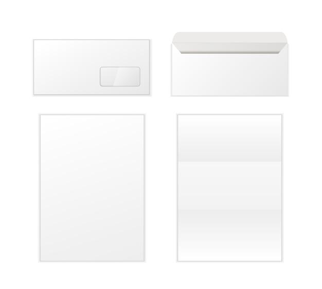 Пустой конверт и буквы изолированы. спина и вид спереди.