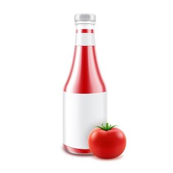 ブランディングのための空白のガラス光沢のある赤いトマトケチャップボトル