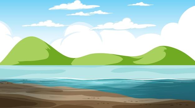 Paesaggio naturale vuoto in scena diurna con sfondo di montagna