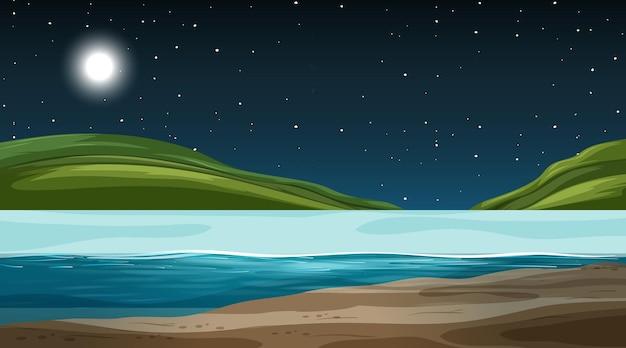Paesaggio naturale vuoto di notte con sfondo di montagna
