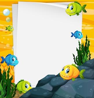 Banner di carta bianca con pesci esotici e elementi di natura sottomarina sullo sfondo subacqueo