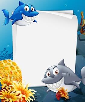 Foglio di carta bianco con molti personaggi dei cartoni animati di squali nella scena subacquea