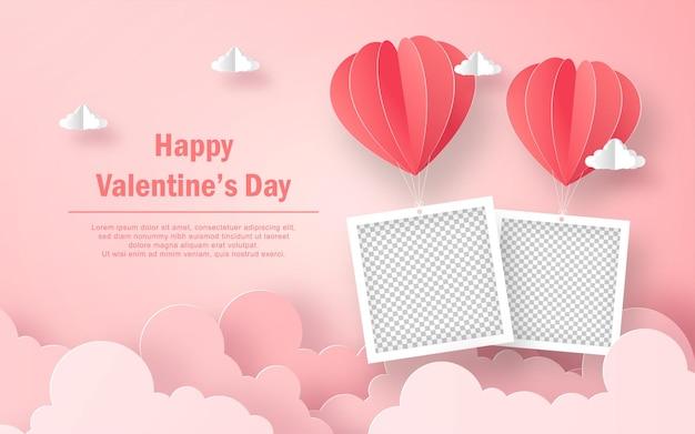 空にハート型の風船と空白のフォトフレーム、幸せなバレンタインデー