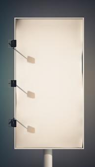 Tabellone per le affissioni verticale promozionale in bianco sulla colonna con le lampade e la struttura metallica isolata