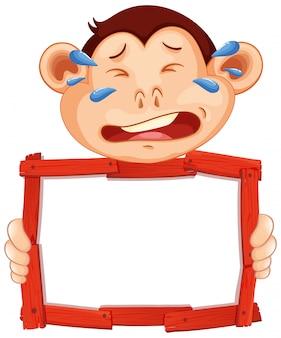 白い背景で泣いている猿の空白記号テンプレート