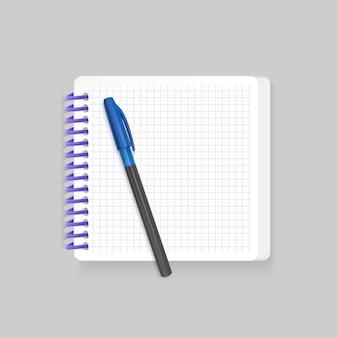 Пустой спиральный блокнот с реалистичной синей ручкой