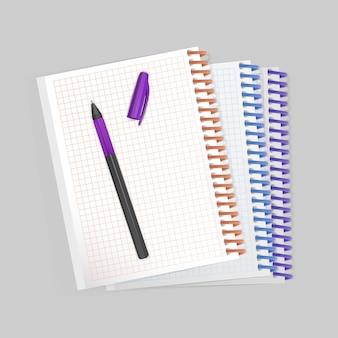 Пустой спиральный блокнот с реалистичной фиолетовой ручкой