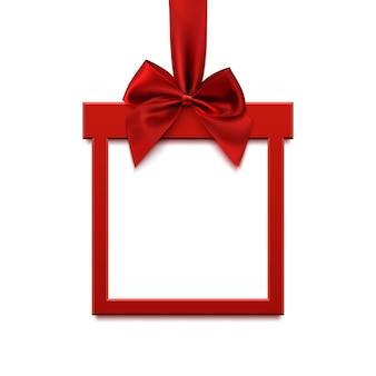 白い背景で隔離の赤いリボンと弓のクリスマスプレゼントの形で空白の正方形のバナー。グリーティングカード、パンフレットまたはバナーテンプレート。