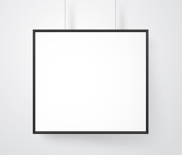 Пустая белая рамка на стене