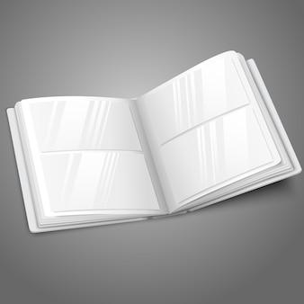 Пустой белый открытый фотоальбом для ваших сообщений