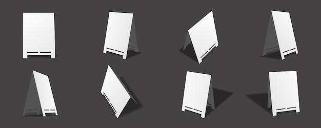 다양한 보기와 각도가 있는 빈 흰색 테이블 카드 모형 컬렉션