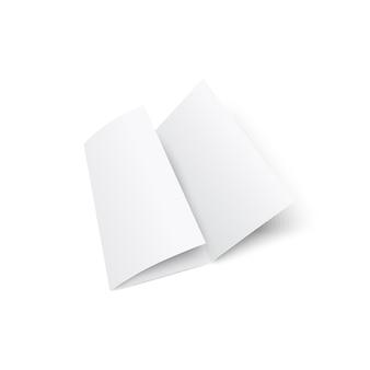 白い背景で隔離の空白の白い三つ折りパンフレットまたはリーフレット3dリアルなモックアップ。プレゼンテーション用の企業の文房具キットの紙の要素。