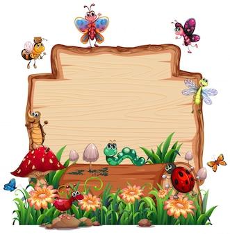 分離された動物の庭と自然の中で空白の木の板