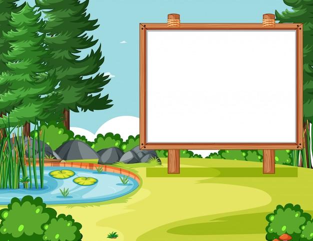 自然公園のシーンで空白の木製フレーム
