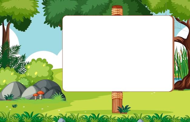 自然公園のシーンで空白の木製看板