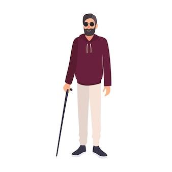Слепой человек в темных очках и холдинг трость, изолированные на белом фоне. мужской персонаж со слепотой, нарушением зрения или потерей зрения. красочные векторные иллюстрации в плоском мультяшном стиле.