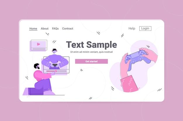 블로거 녹음 게임 프로세스 온라인 블로그 라이브 스트리밍 블로깅 개념 비디오 게임을하는 사람 수평 복사 공간