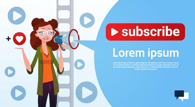 Женщина видео blogger онлайн поток блог подписаться концепция
