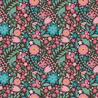 咲く真夏の牧草地のシームレスなパターン。カラフルな花、つぼみ、葉、茎の花の背景。フィールドにはさまざまな花がたくさんあります。リバティミレフルー。スカンジナビアスタイルのアートフローラル